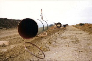 Gas_Pipeline_-_geograph-1.org.uk_-_1036695